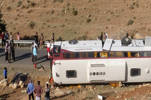 اتوبوس حادثه نقده صورت وضعیت ندارد و پلیس راه باید جلوی تردد آن را میگرفت