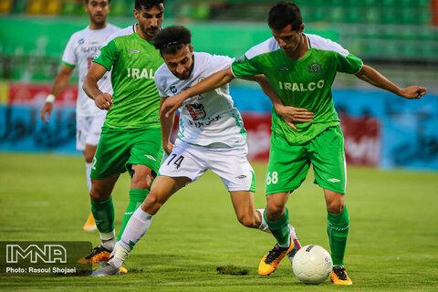 دیدار فوتبال ذوبآهن اصفهان و آلومینیوم