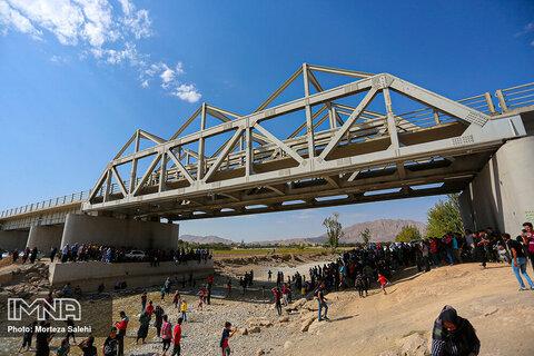 Zayandeh Rud backed to western Isfahan