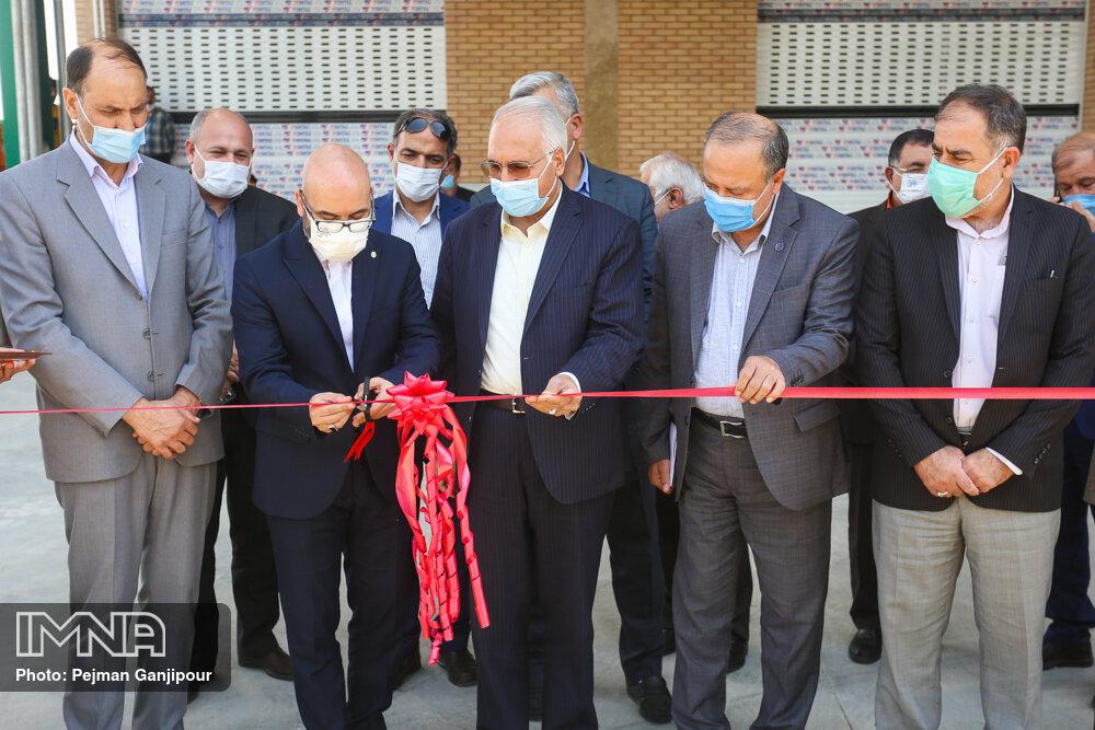 افتتاح نیروگاه خورشیدی ۲۶۰ کیلوواتی در اصفهان