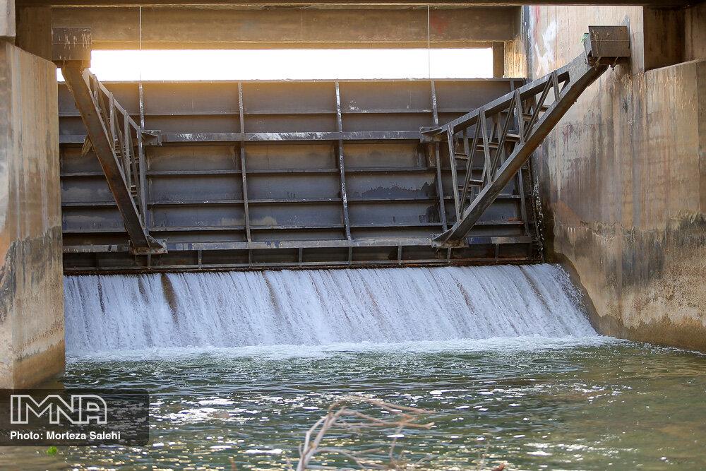 رهاسازی آب زایندهرود به سمت اصفهان