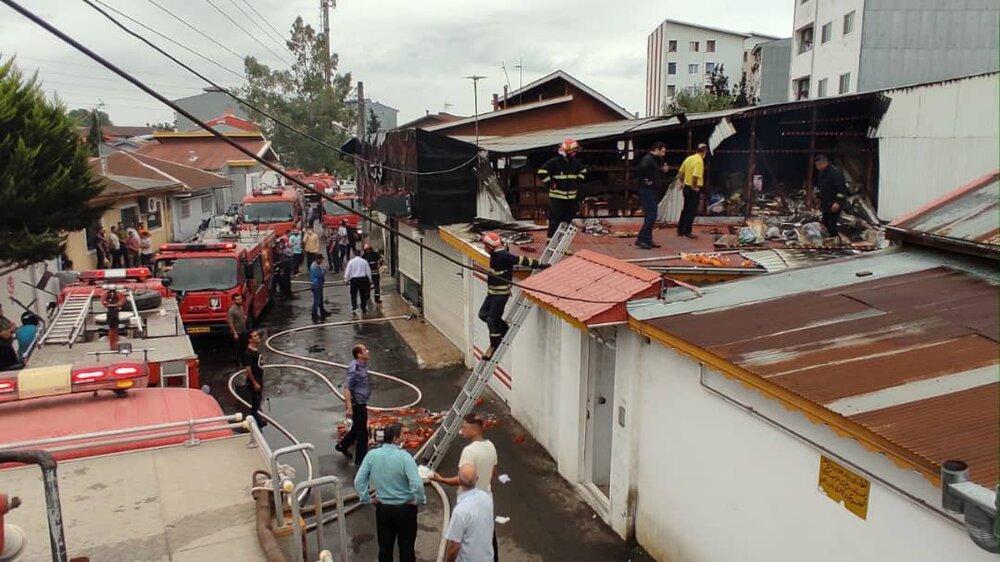 مهار آتشسوزی شدید در فروشگاه مواد غذایی+عکس