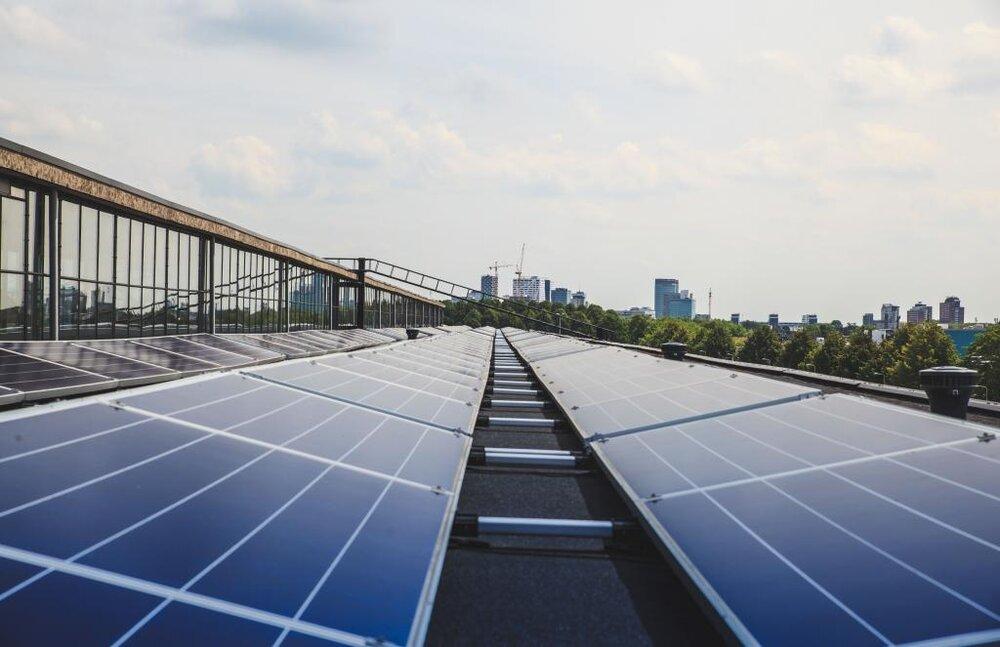 ساختمانهای اداری هامبورگ به پنلهای خورشیدی مجهز میشود