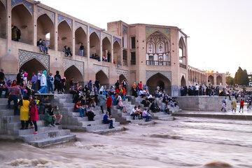 Zayanderud brightened Isfahan up