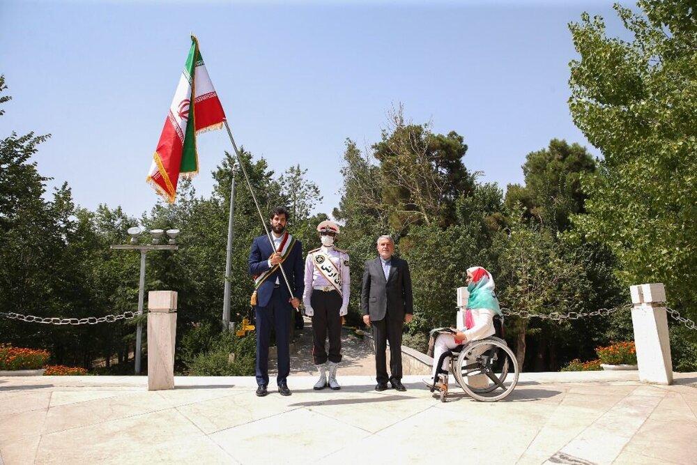 پرچم المپیک از نعمتی به نیکخواهبهرامی سپرده شد
