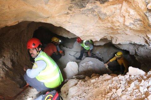 کشف جسد در غار کوه دنبه اصفهان+ عکس