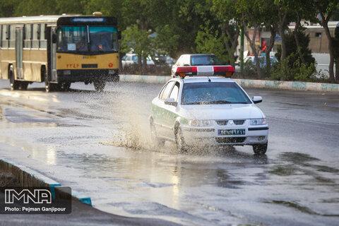 Summer rain refreshes Isfahan