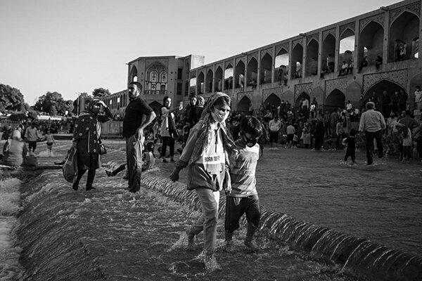 زاینده رود جاری در اصفهان آبی