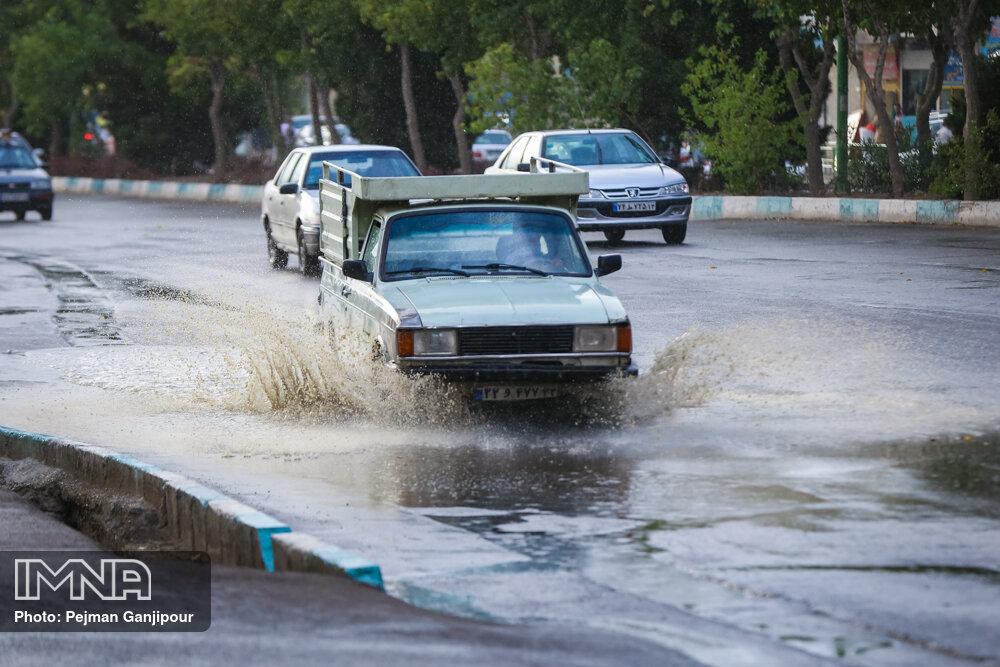 بارش باران در بیش از ۱۰ استان کشور