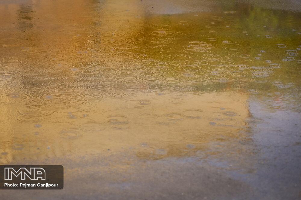 بارش باران در ۱۰ استان/کاهش دما در شمال و شرق ایران