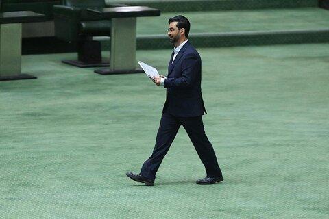 مجلس از پاسخهای وزیر ارتباطات و فناوری اطلاعات قانع نشد