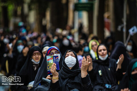 مراسم دعای روز عرفه در چهارباغ اصفهان