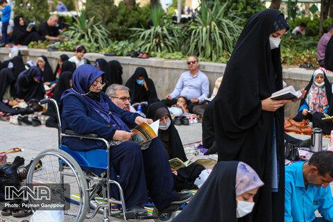 مراسم دعای روز عرفه در گلزار شهداء اصفهان