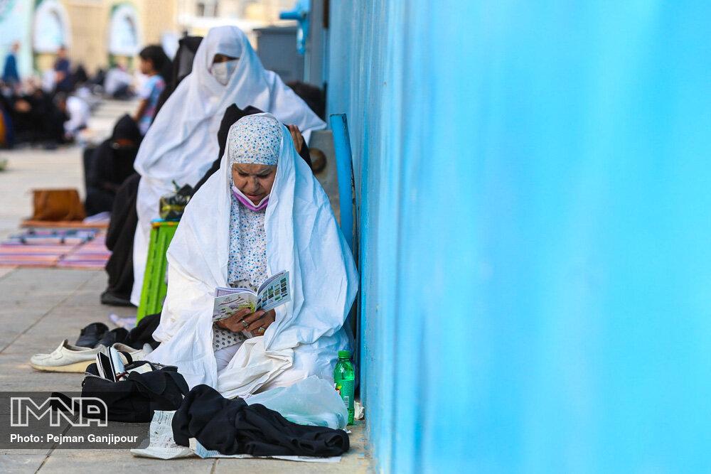 مراسم دعای روز عرفه در گلزار شهدا اصفهان