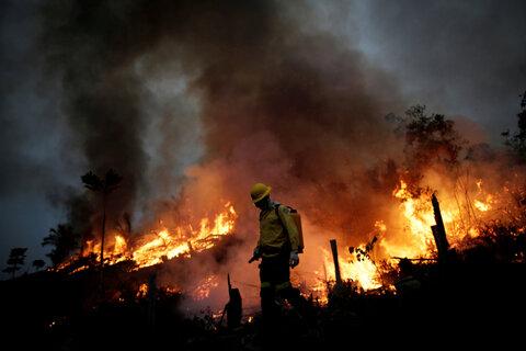 آتش سوزی نیزارهای تالاب انزلی مهار شد