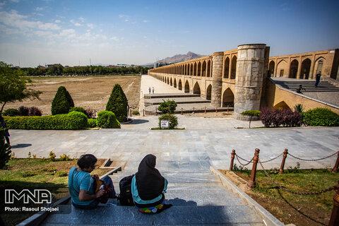 استاندار اصفهان برای طلاق، بیآبی و بیکاری چارهاندیشی کند