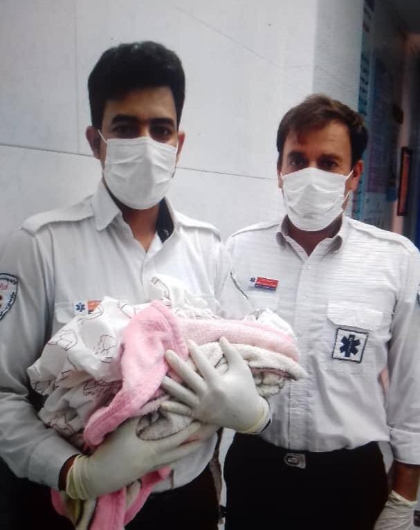 به دنیا آمدن نوزاد نجفآبادی عجول در آمبولانس