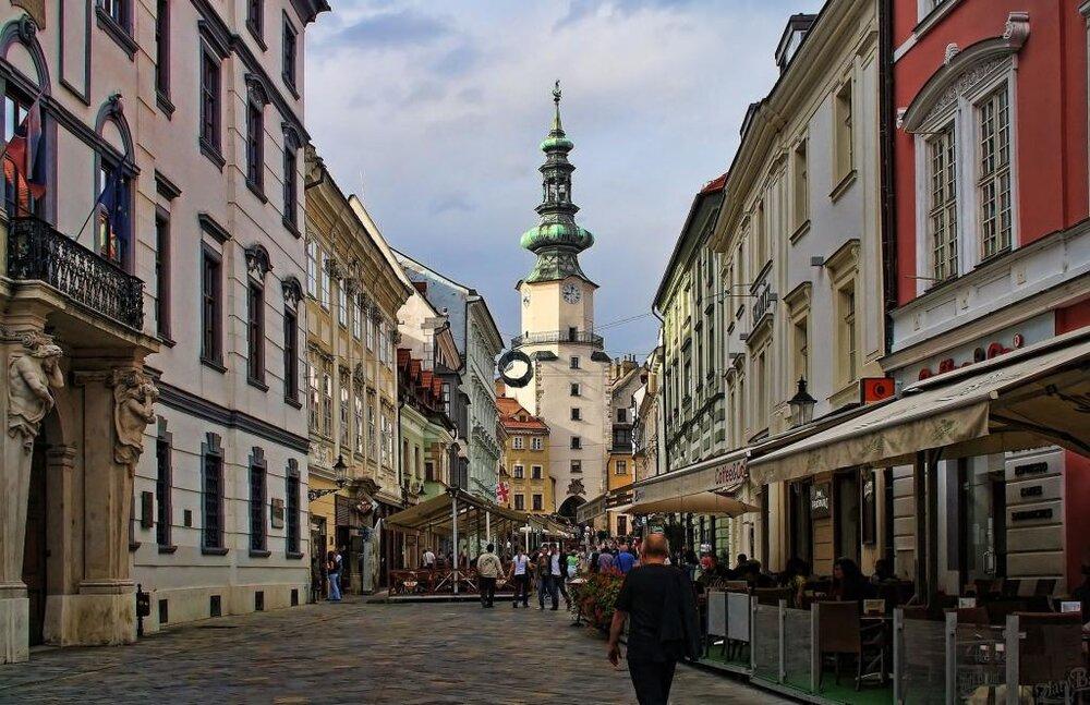 احداث مرکزی برای نظمدهی امانت فروشیهای اسلواکی