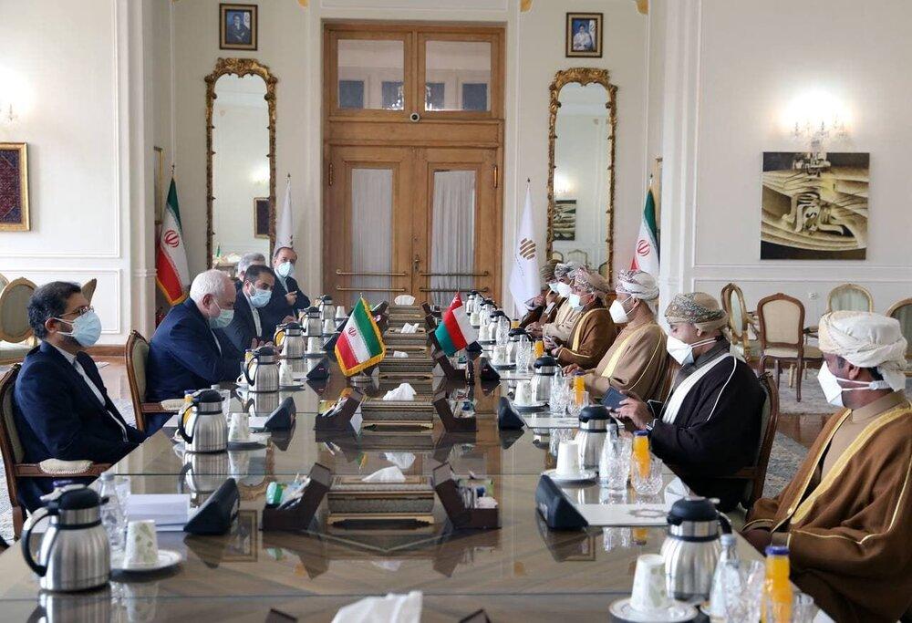 ظریف بر ارتقای روابط ایران و عمان در دولت سیزدهم تاکید کرد