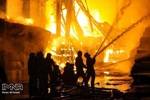 خسارت ۱۰ میلیاردی آتش به انبار پنبه در کاشمر