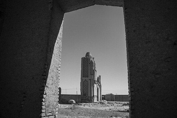 مسجد جامع هفتشویه ویرانهای در حاشیه اصفهان