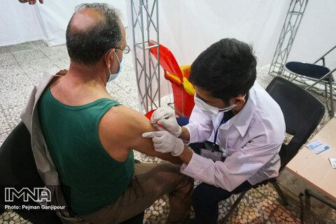 مرحله نخست واکسیناسیون آتشنشانان صومعهسرا انجام شد