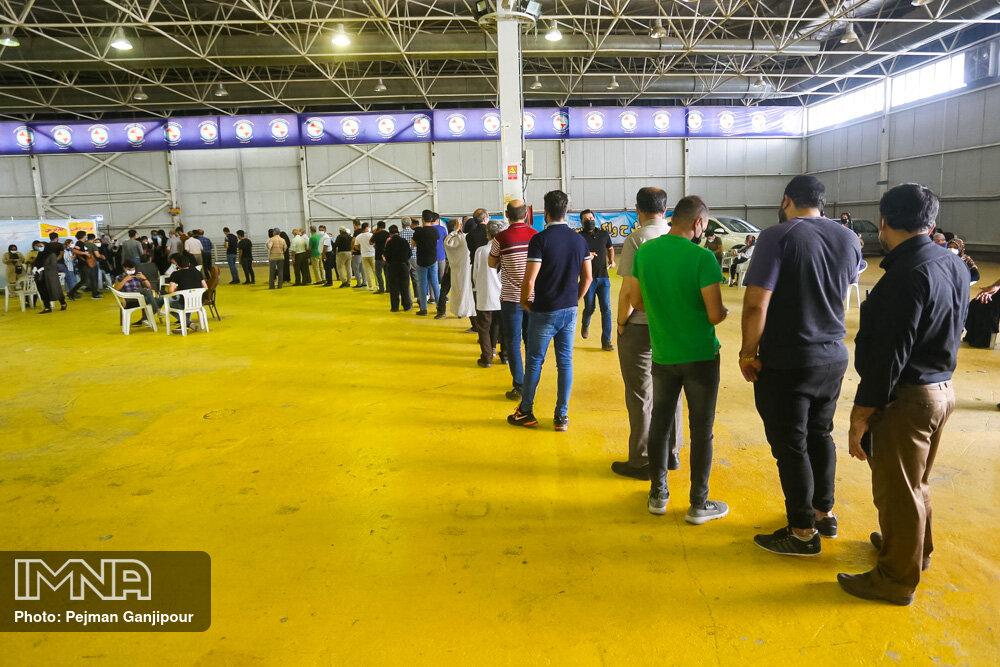 دانشجویان دانشگاه آزاد شهرکرد واکسینه شدند