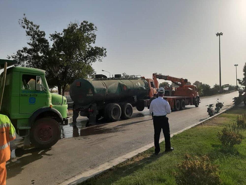 واژگونی تانکر حامل بنزین در محدود پل چمران+ عکس