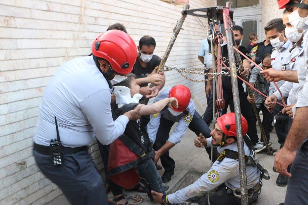 سقوط کودک در چاه ۱۰ متری حادثهساز شد+ عکس