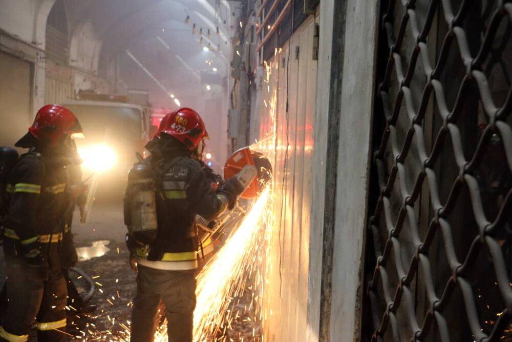 دو سوله کارخانهای در شهرکرد طعمه حریق شد