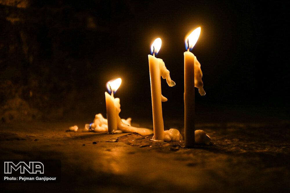 روشن کردن شمع در گلزار شهدا به سنگ مزارها آسیب جدی رسانده است