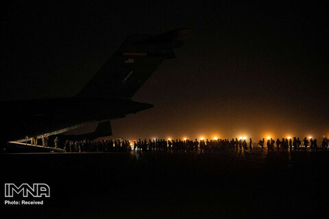 تحرکات طالبان در فرودگاه خالی کابل + فیلم و عکس
