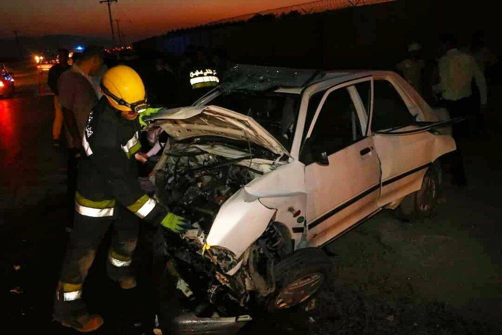 جزئیات تصادف دلخراش ۲ پراید و گرفتار شدن ۴ نفر در اصفهان+عکس