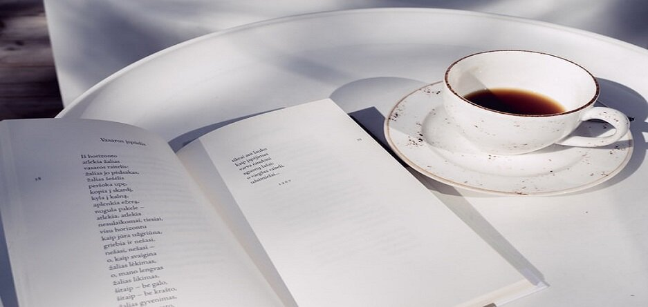 ۸ اثر برگزیده و ارزشمند از شاعران معاصر ایرانی