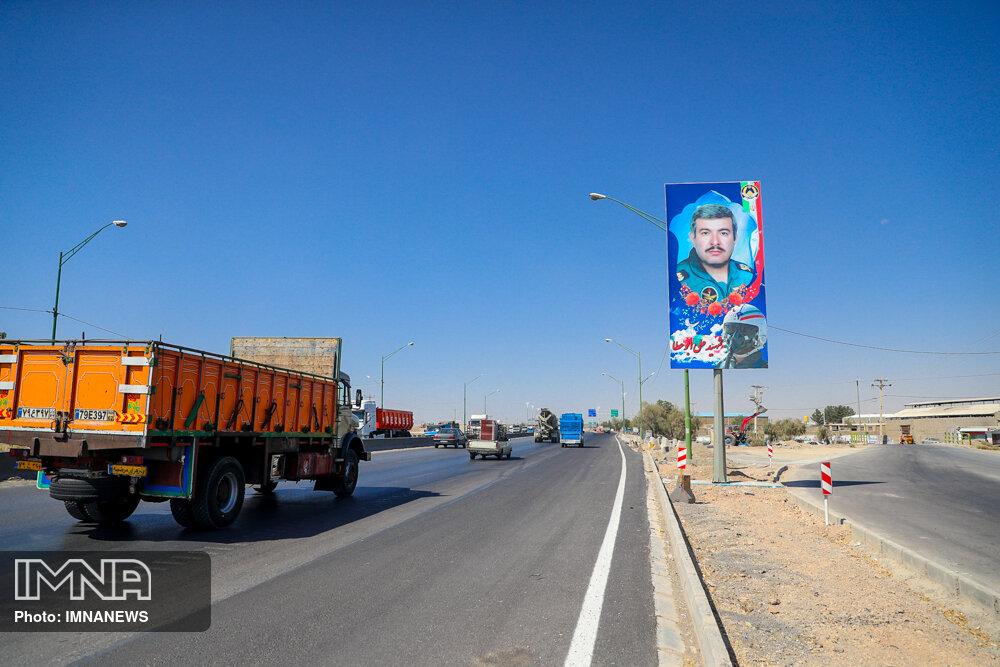 نصب تمثال شهید ارتش جمهوری اسلامی ایران در ورودی اصفهان