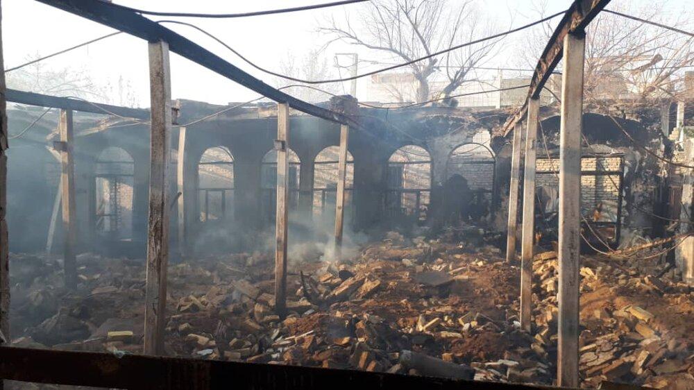 کارگاه چوب بری در شعلههای آتش سوخت+ عکس