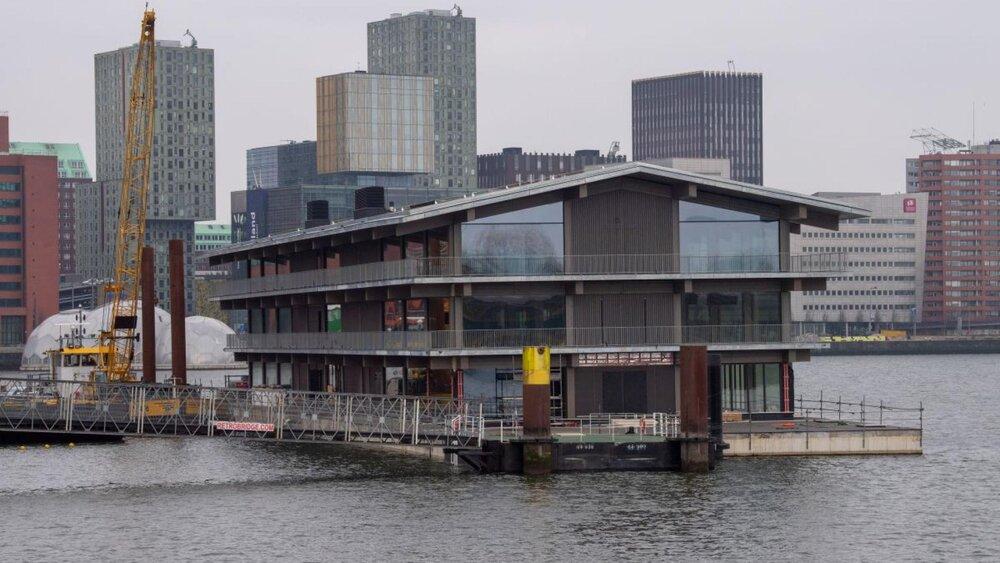 بزرگترین ساختمان اداری شناور جهان در هلند