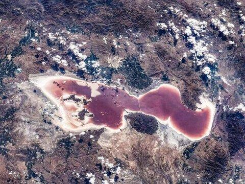 """تصویر فضایی """"دریاچه ارومیه"""" از لنز دوربین فضانوردان چینی"""