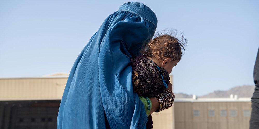 طالبان، افغانستانیها را مجبور به فرزندفروشی کرده