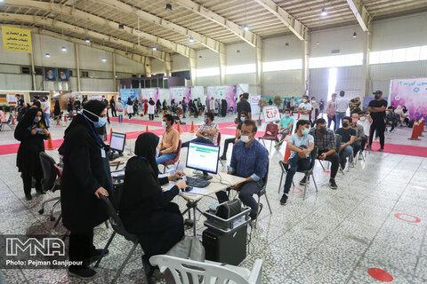 انجام واکسیناسیون شبانه در ۳ مرکز تجمعی اصفهان/هنوز نوبت سربازان نشده است