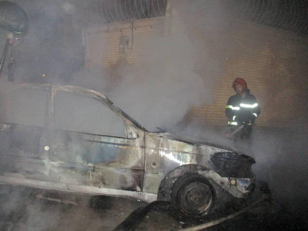 حریق خودرو پژو در خیابان فروغی +عکس
