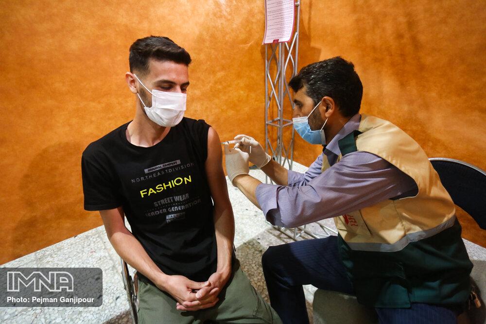 افراد بالای ۱۸ سال برای واکسیناسیون ثبتنام کنند