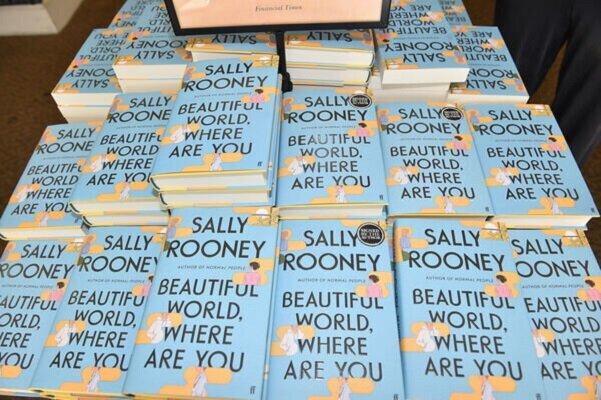 رمان جدید «سالی رونی» در صدر پر فروش ها