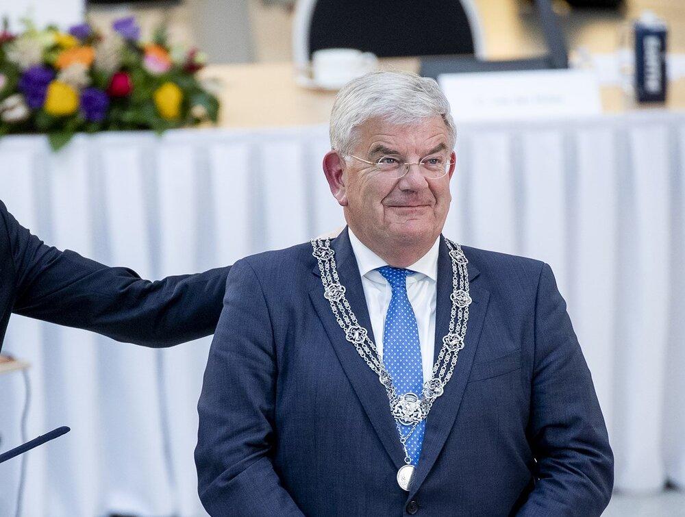 رسم ۱۰۰ ساله طراحی چهره شهردارها در هلند