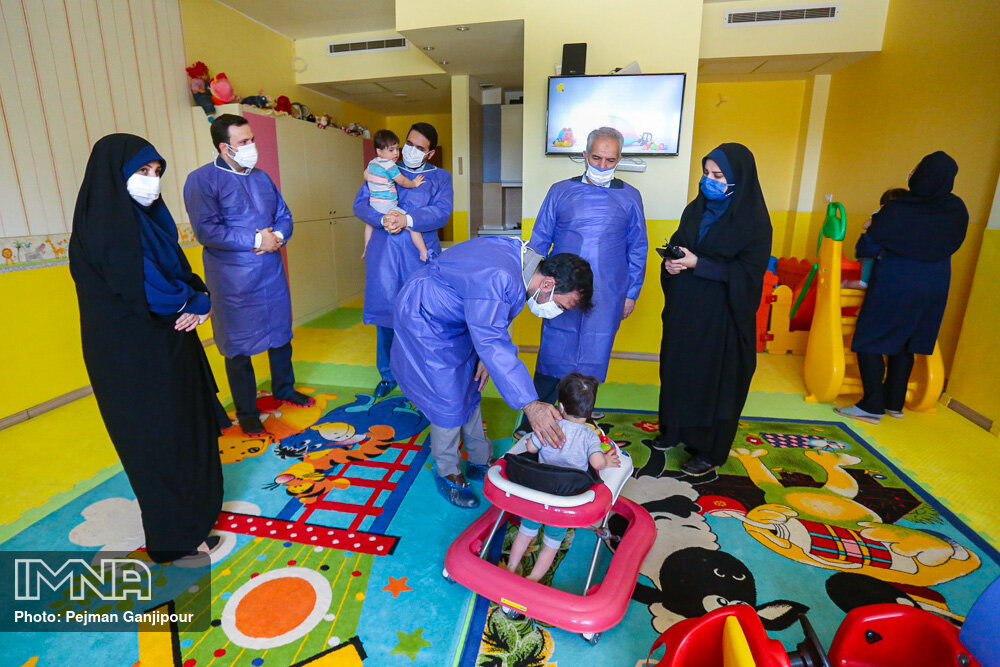 بازدید اعضای شورای شهر از مرکز نگهداری کارتن خواب ها و شیرخوارگاه
