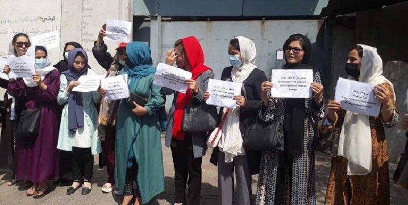 اعتراض بانوان افغان به حذف وزارت زنان