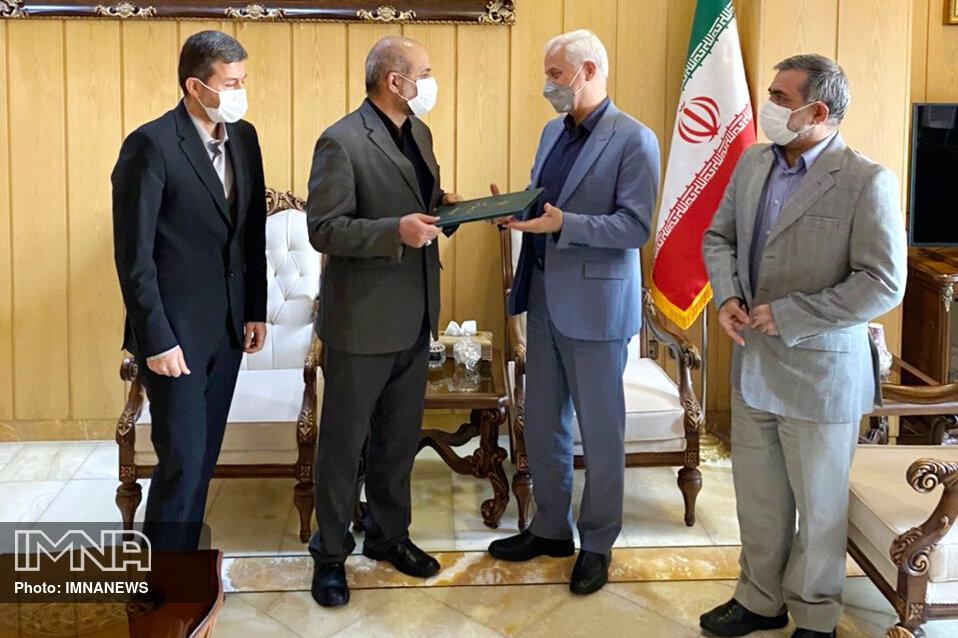 شهردار اصفهان حکم خود را از دست وزیر کشور دریافت کرد