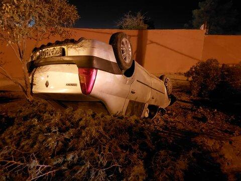 واژگونی خودروی ال ۹۰ در خیابان عاشق اصفهانی+عکس