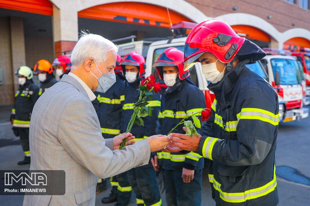 دیدار شهردار اصفهان با خانواده آتش نشان