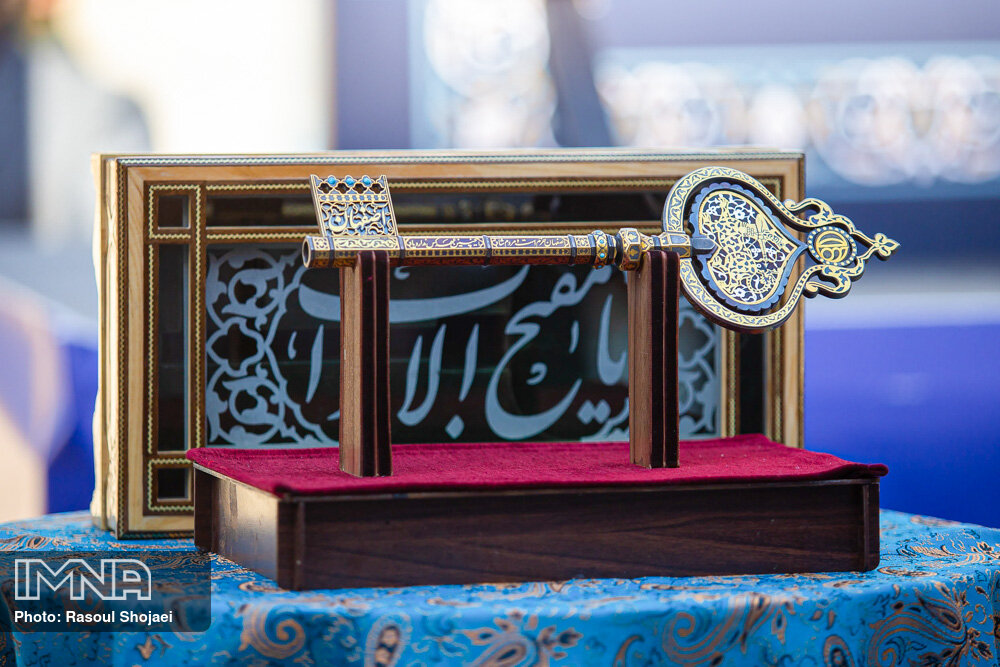 Key to Isfahan bestowed to newly elected Mayor